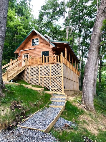 """""""The Bear Paw"""" New Log Cabin-Minutes to Asheville"""