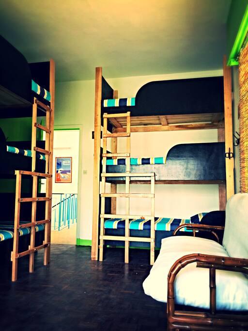 Idéal pour rencontrer d'autres voyageurs, les lits superposés ont été crées sur mesure