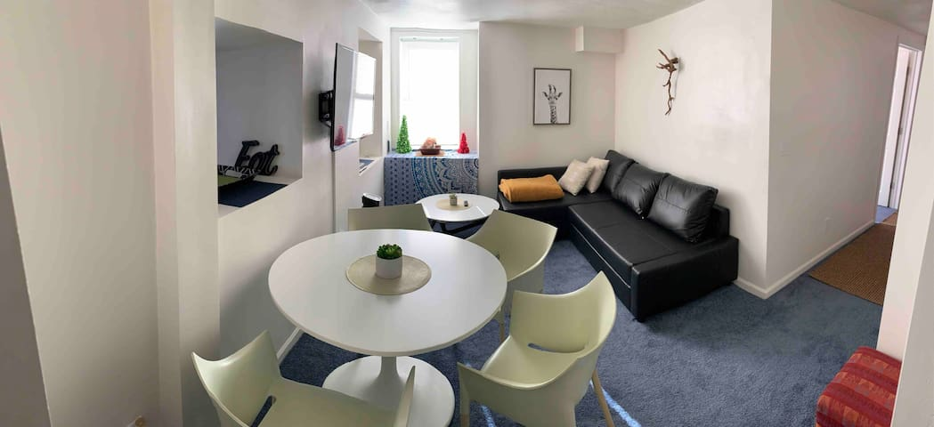 @Ferry,2Bedroom/3bed.Private,Renovated/Stylish...