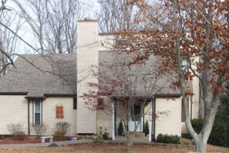 Wooded Retreat near Louisville - Floyds Knobs - Hus