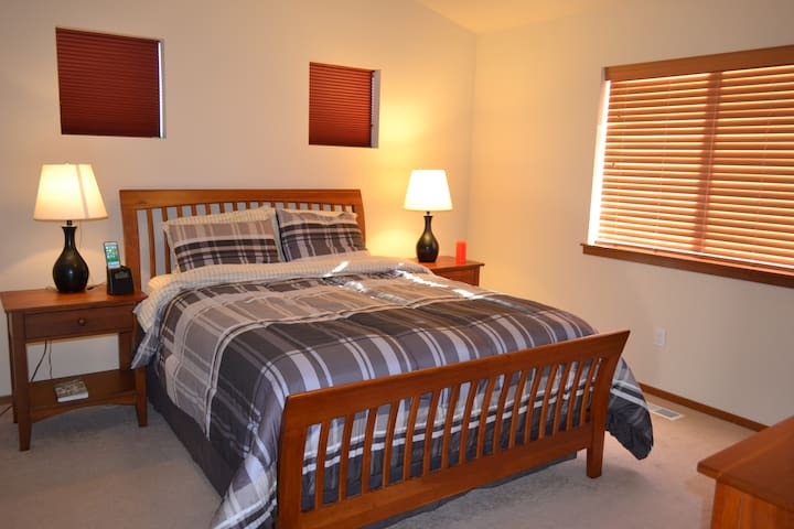 Cozy Private Master Bed & Bath - Lake Stevens