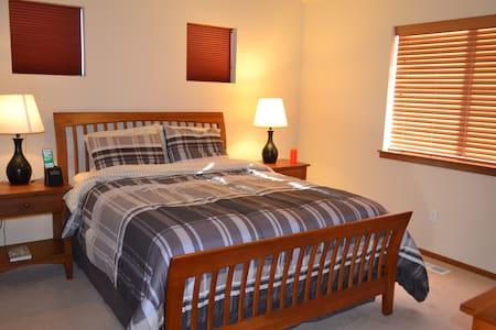 Cozy Private Master Bed & Bath - Lake Stevens