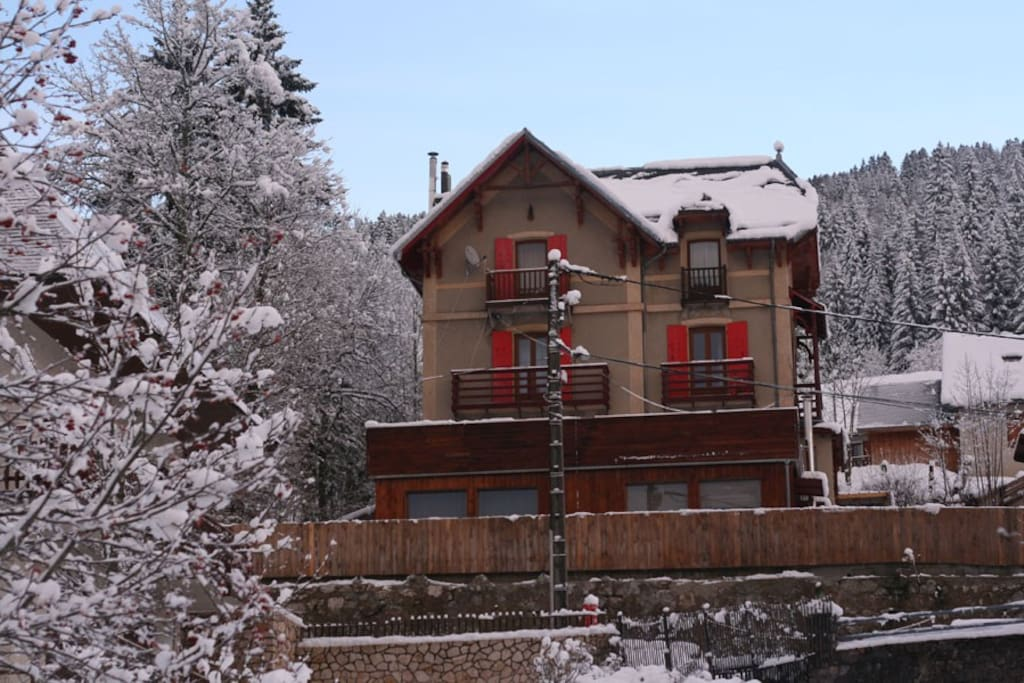 Central position overlooking the village square and just 70m from the main gondola
