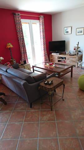 chambre au calme surplombant le village - Vinon-sur-Verdon - Rumah