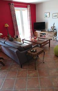 chambre au calme surplombant le village - Vinon-sur-Verdon - Dom