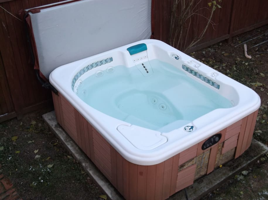 8 person Hot Tub