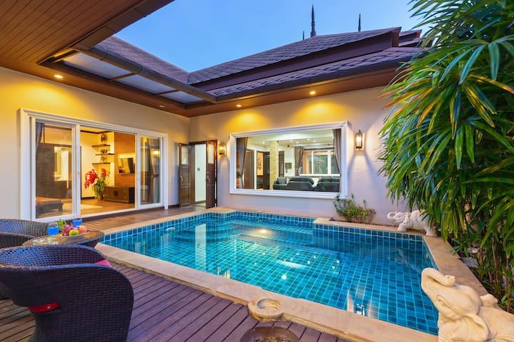 Large 4 bedroom Pool Villa, excellent location