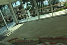 Vista desde la habitación principal frente a playa privada