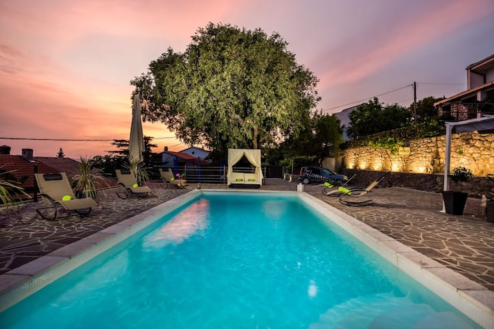 Newly renovated villa with swimming pool,