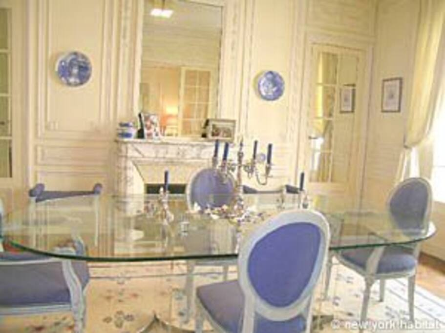 Formal dinning room, oval table, seats 10-12