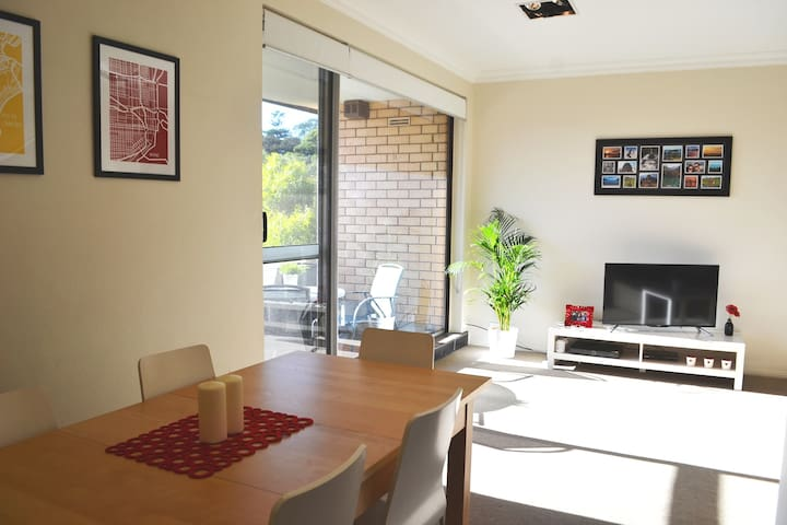 Xmas & NYE - near Coogee beach, pool, sea views - Randwick - Apartemen