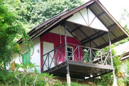 Pink, air conditioned bungalow - Ko Mak - Alpehytte
