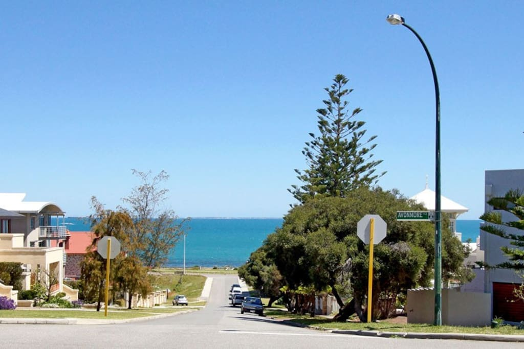 Ocean views from the front lawn. 200metres to a beautiful beach at the end of the Street.