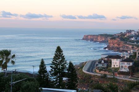 Luxury 2 Bed Apartment: Ocean views - Tamarama - Apartmen