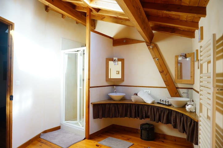 Chambre au coeur du Beaujolais - Ternand - House