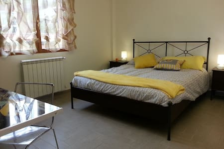 Yellow Room Roma B&b - Roma - Bed & Breakfast