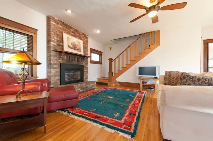Enjoy Lake Living - 20 Mins from the Twin Cities