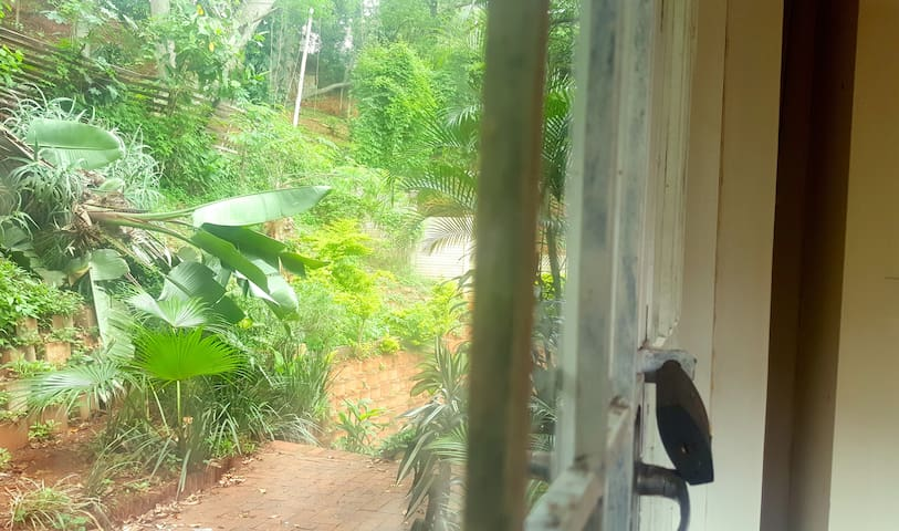 Room in Garden Villa, pool, balcony, gated parking - Berea - Villa