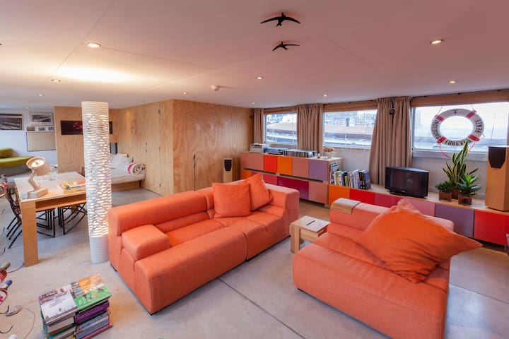 Living room, with lots of room for kids. We have underfloor heating so kids (or your feet) can be comfortable.