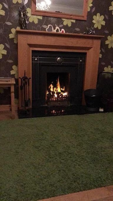 Lounge with peat fire, peat is provided.