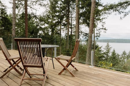 Spectacular, Secluded with Amazing Sunset Views!