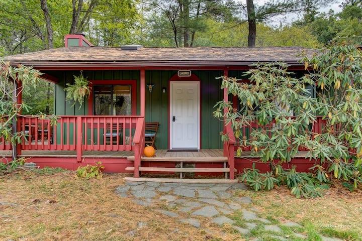 Laurel Cabin @ Magnolia Streamside Resort