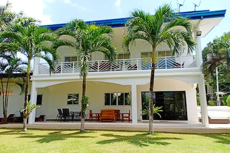 Beautiful villa with pool 3000 sqm tropical garden