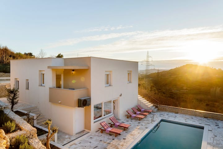Villa Anabella holiday home with pool to enjoy