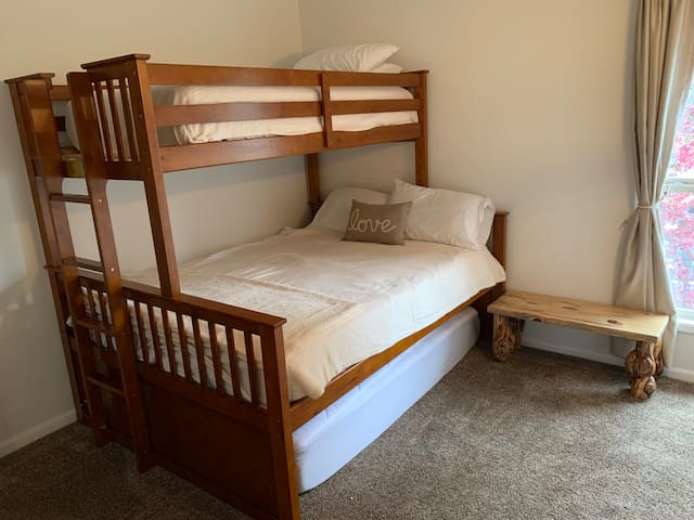 Queen bunk bed with twin on top!