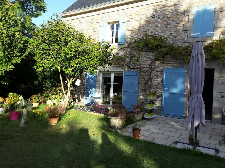 Chambre au calme sur jardin houses for rent in for Au jardin guest house