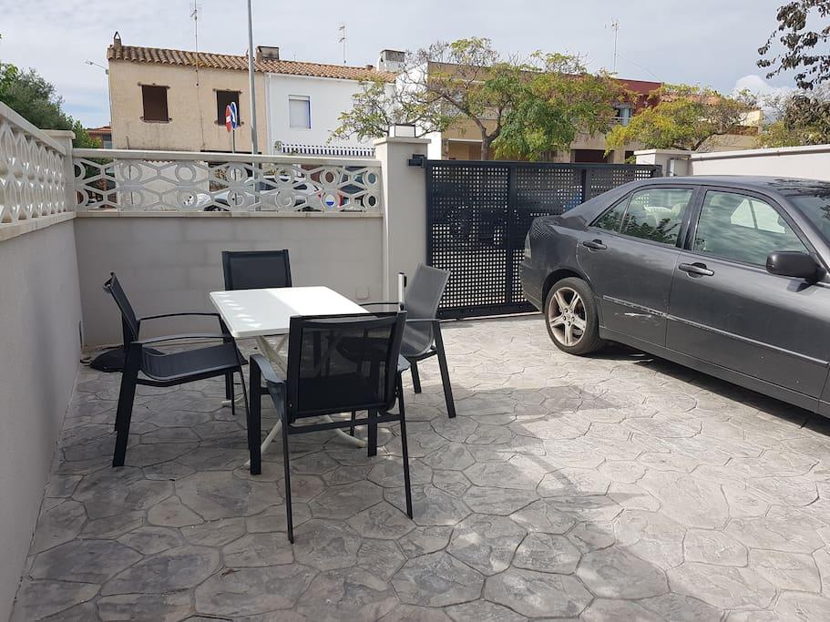 Terraza trasera con 1 plaza de parking
