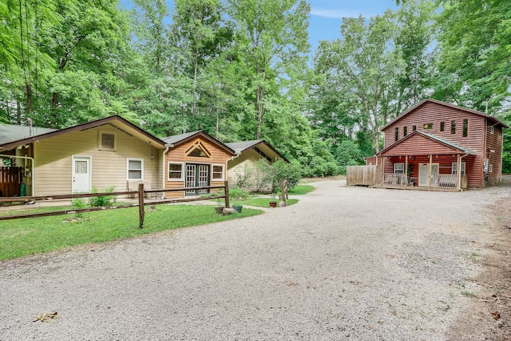 Shady Woods Cabin | 4 Bedroom | Walk to Downtown! | Hot Tub!