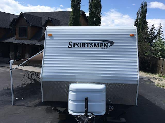 Camping trailer in Rocky Ridge