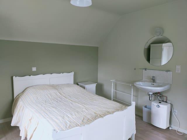 Lichtrijke Dubbele Prive Kamer in Villa met Tuin