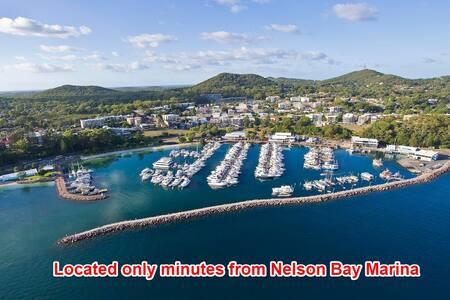 WALK TO THE BEACH! Sleeps 13people! - Nelson Bay - Дом