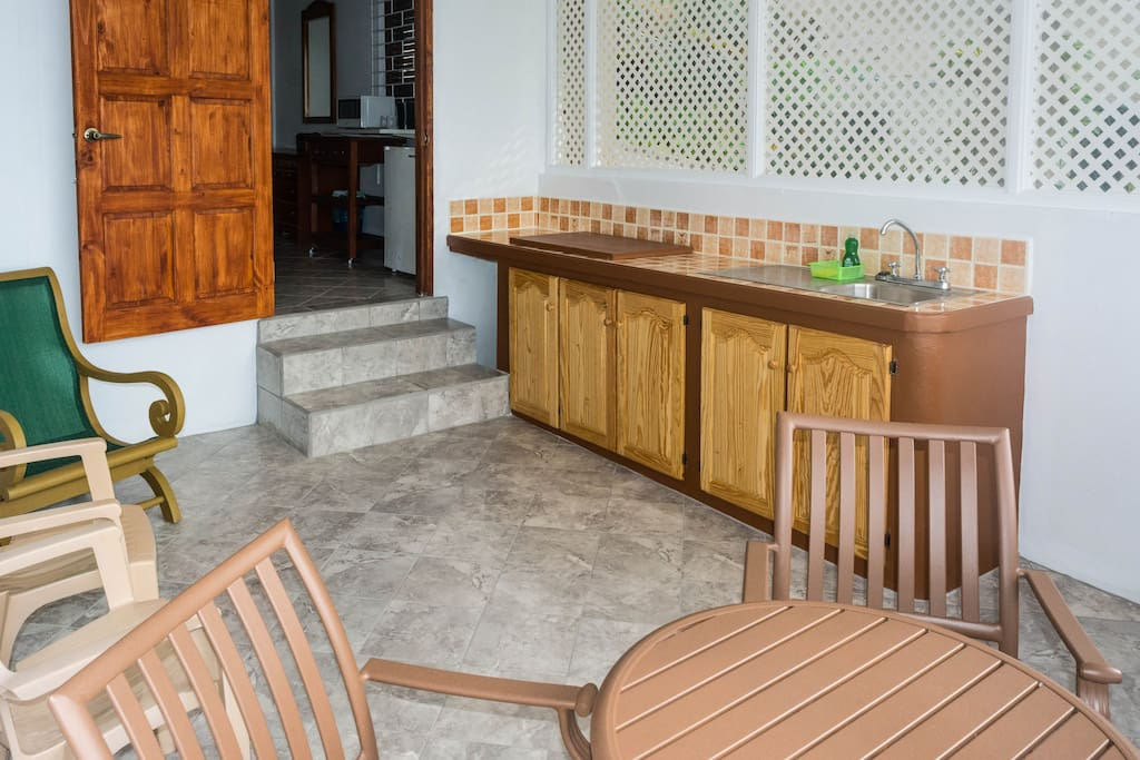 Sea-view patio, with indoor/outdoor kitchen