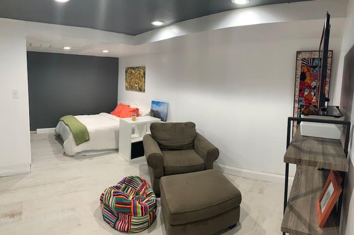 Cozy Studio in Columbia Heights