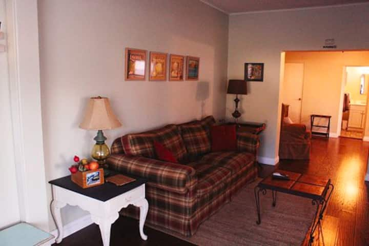 *Cottage Escape in Downtown* *1 Bedroom*