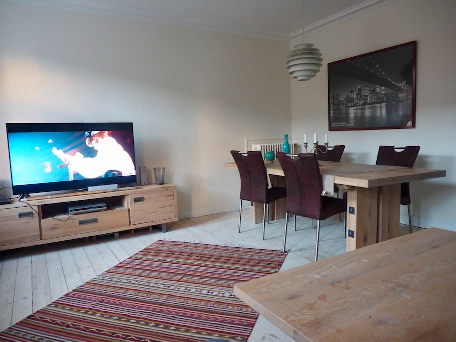 Living-room with TV and dinning table