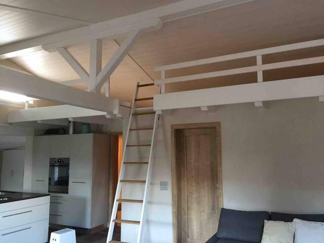 Galerie mit Schlafplätzen
