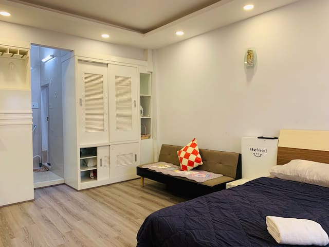 Studio-CBD-Notre Dame-Quiet-Kitchen-BalconyQ