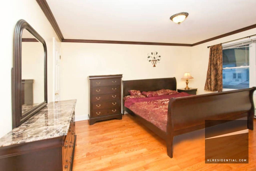 beautiful bedroom for 2 by the park apartments for rent