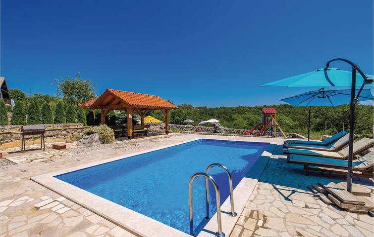 Holiday cottage with 2 bedrooms on 79m² in Viskovo