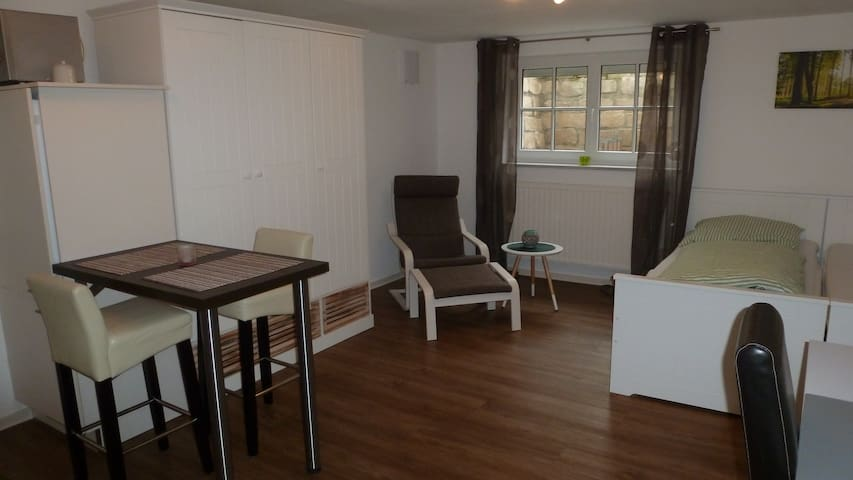 Helles Appartment 33 m², Küche, Bad, WLAN u. mehr - Moosburg an der Isar - Apartamento