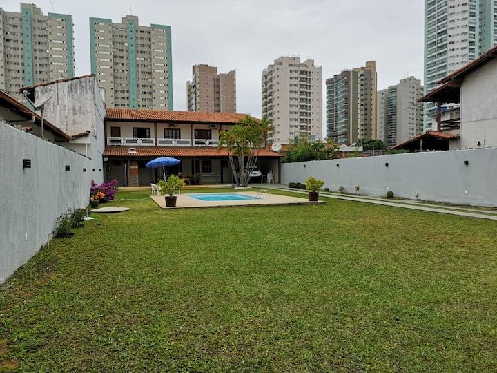 Casa com piscina próxima à praia de Itaparica