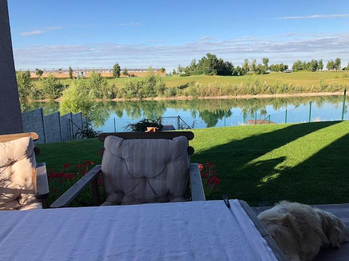 Lake & Vacation House at Golf Resort Hruba Borsa