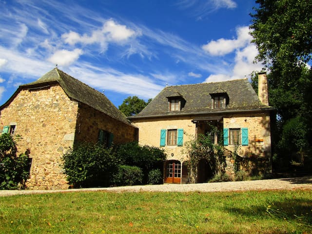 A stunning farmhouse in the heart of the Averyon - La Fouillade - Huis