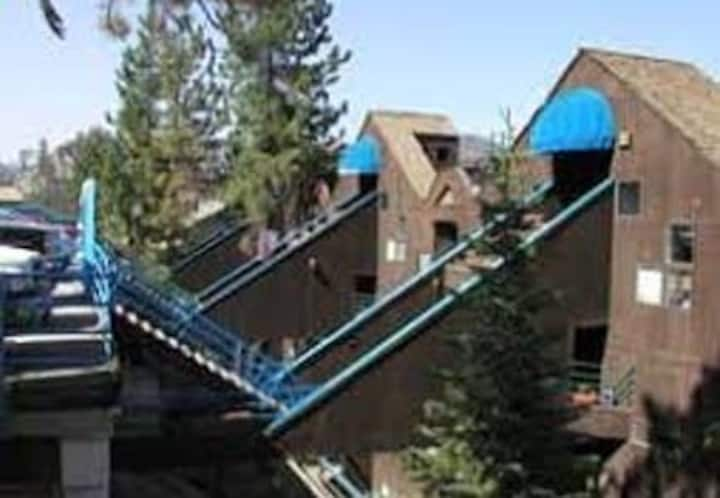 Near Heavenly Ski Lift with Hot Tub and pool!