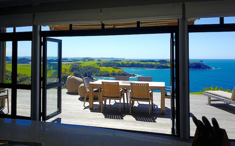 Cliffhouse, Taiharuru, New Zealand