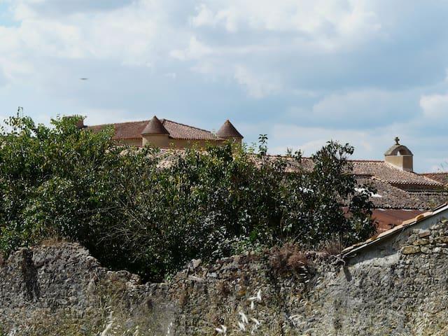 Une chambre à Barroux - Airvault - Dům